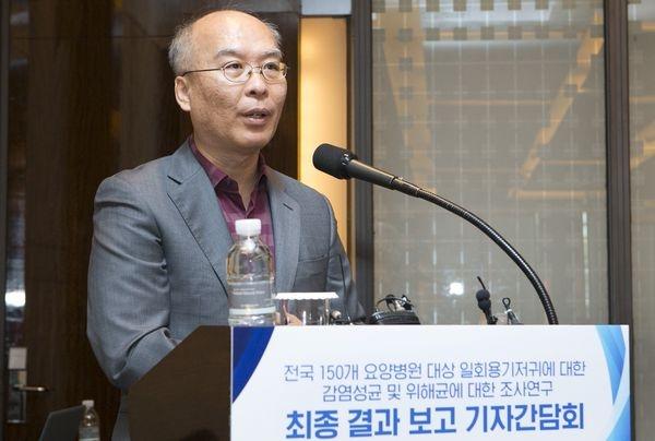 단국대 김성환 교수가 연구결과를 발표하는 모습