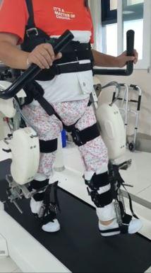 이 씨가 로봇재활치료를 받고 있는 모습
